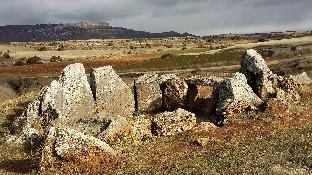 Señalización y acceso al dolmen de Mazariegos