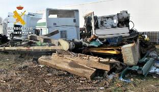 El SEPRONA localiza un taller clandestino de reparación de camiones