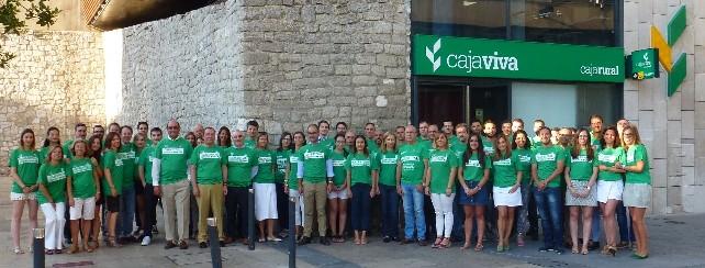 caja rural se enfunda la camiseta verde en pro del banco