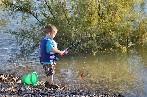 Las Aulas del Río permiten practicar la pesca ecológica en sus instalaciones
