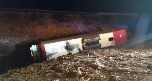 Un herido grave y 20 leves tras el vuelco de un autobús en Lerma