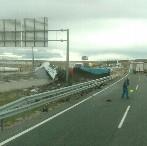 Vuelca un camión en la A-1 a la altura de Aranda sin causar heridos