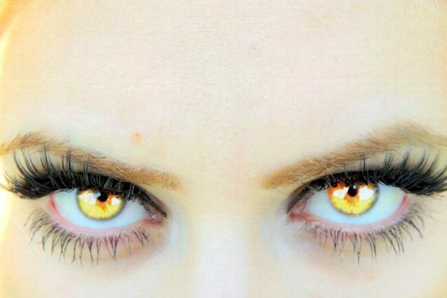 3d7aa4512d Los ópticos-optometristas burgaleses advierten del riesgo de utilizar lentes  de contacto cosméticas sin adaptar como parte del disfraz, algo cada vez  más ...