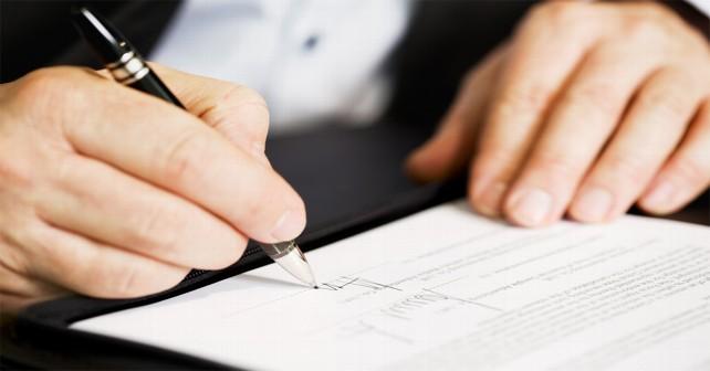 firma-boli-firmando-acuerdo