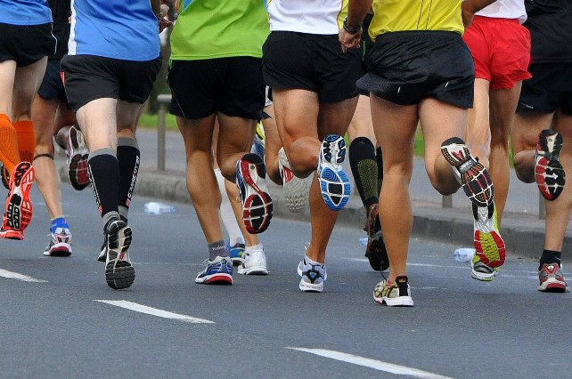 gente-corriendo-personas-haciendo-deporte