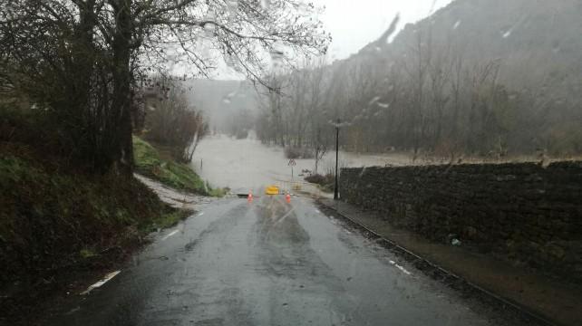 Carretera-inundada-merindad-sotoscueva
