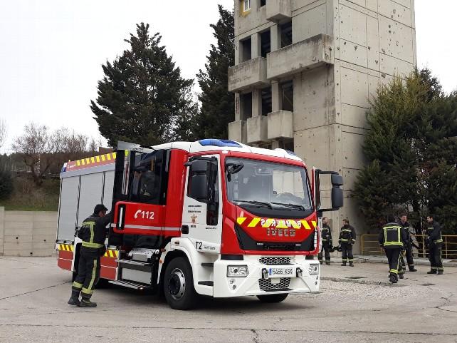 camion-autobomba-fachada-bomberos