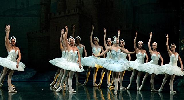 lago-cisnes-ballet