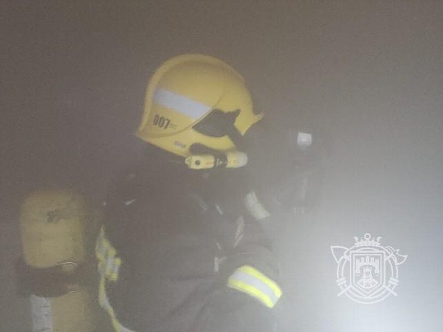 bomberos-humo-incendio-bar