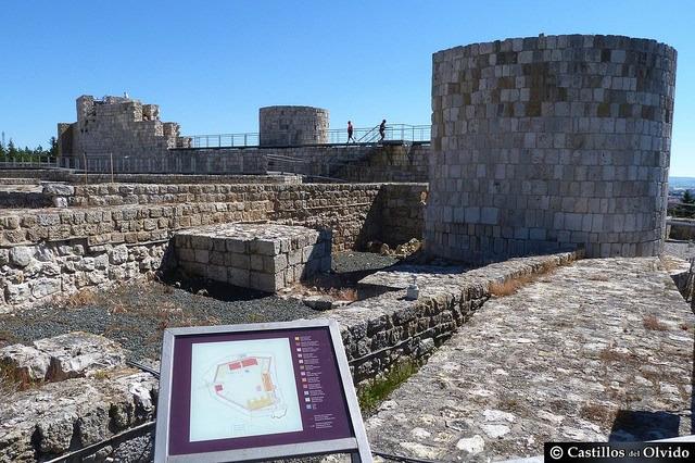 Interior del Castillo de Burgos