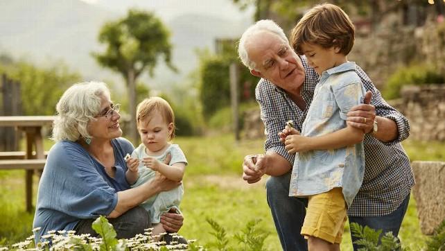abuelos-nietos-familia