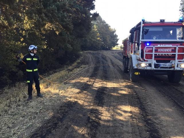 4incendio-cortes-bomberos