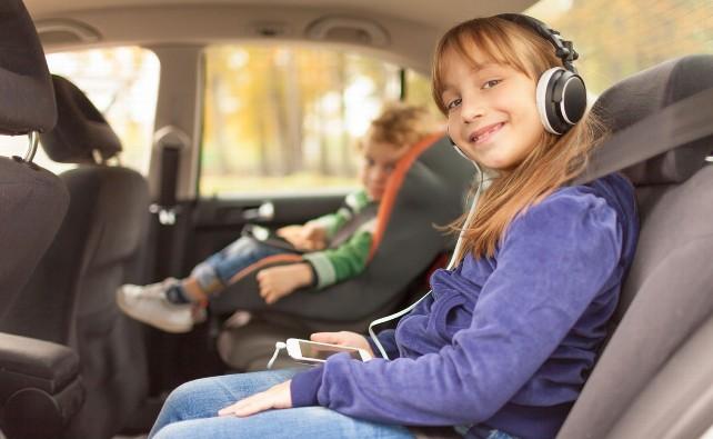 ninos-coche-seguridad-cinturon-asiento-viaje