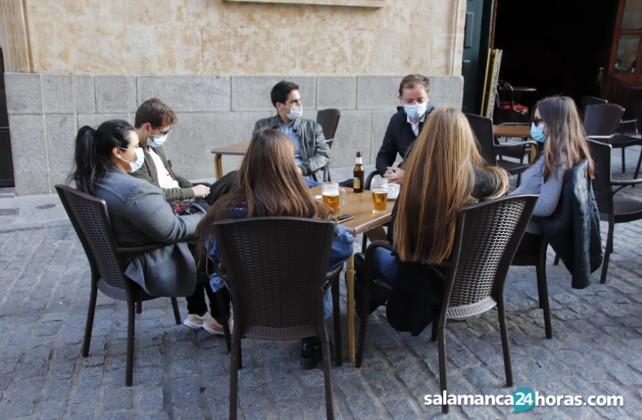 bar-terraza-amigos-covid-pandemia