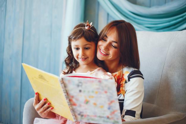 leer-nina-madre