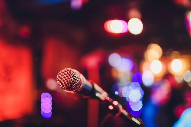 microfono-escenario