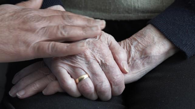manos-ancianos