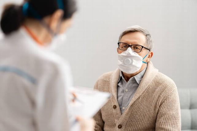 paciente-medico-mascarilla