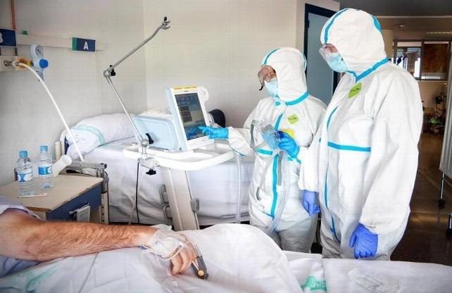 medico-paciente-covid-hospital