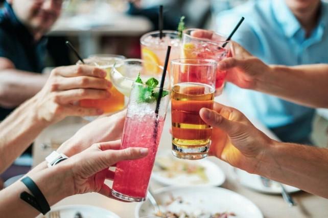 copas-comida-amigos-bar