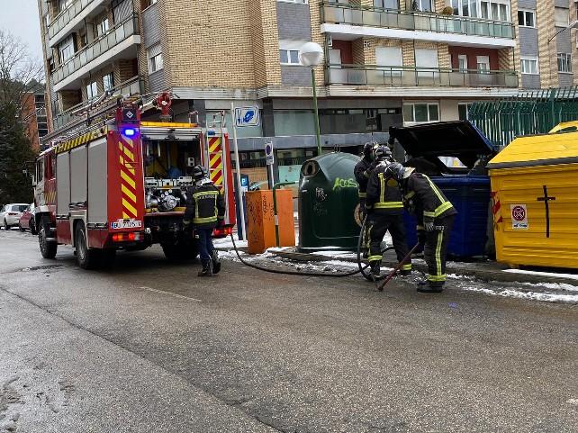 bomberos-fuego-contendor-uno