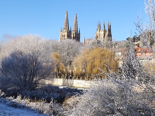 rio-arlanzon-catedral-burgos-nieve-frio-invierno