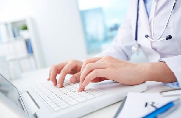 doctor-medico-ordenador