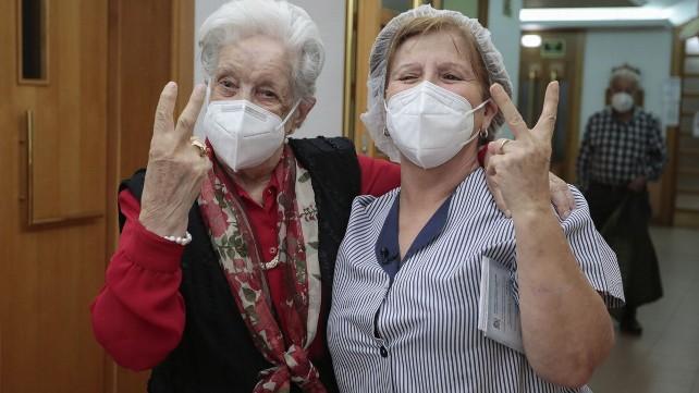 vacuna-covid-residencia-ayuda-domicilio-sociales-anciana