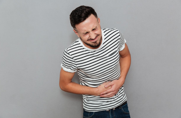 hombre-problema-digestivo