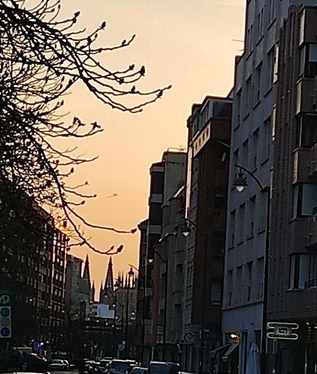 piso edificio calle burgos calzadas atardecer sol