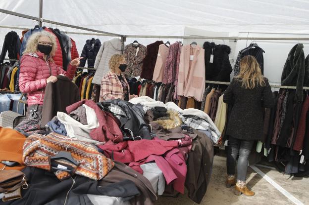 mercadillo textil rastro ropa